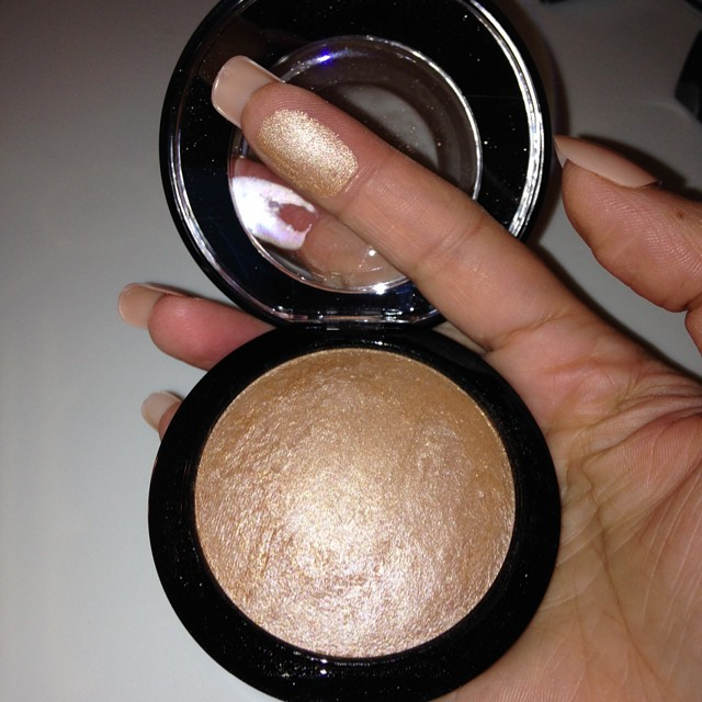 Mac Cosmetics Mineralize Skinfinish in Global Glow... Amaz ...