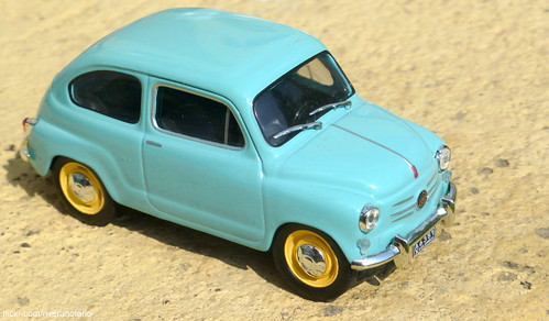 Ixo 1/43 Fiat 750 (Los Carros más queridos de Colombia)
