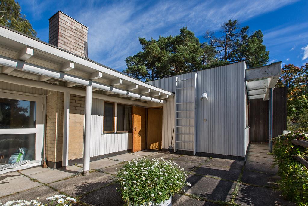 The aalto house helsinki architect aino and alvar for The aalto house