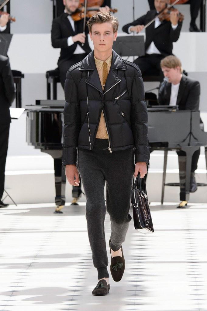 SS16 London Burberry Prorsum014_Eduard Badaluta(fashionising.com)