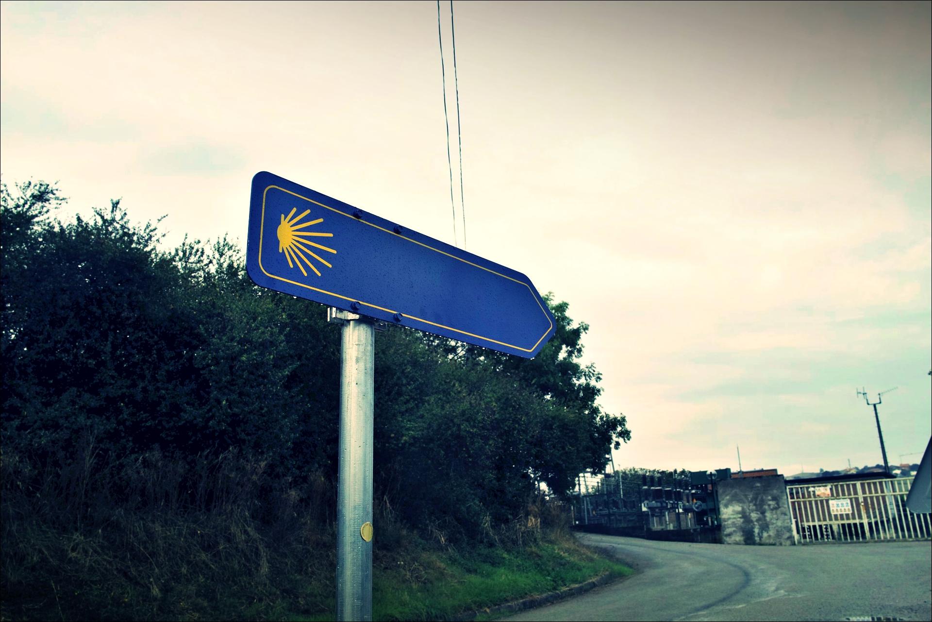 이정표-'카미노 데 산티아고 북쪽길. 노하에서 궤메스. (Camino del Norte - Noja to Güemes)'