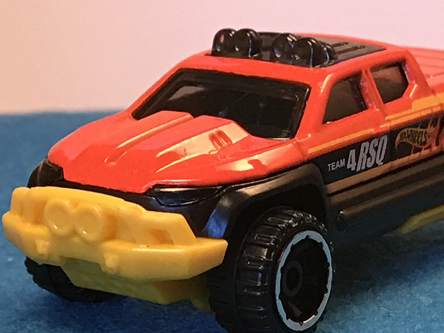 Hot Wheels Off-Duty, 2017 HW Rescue 3/10