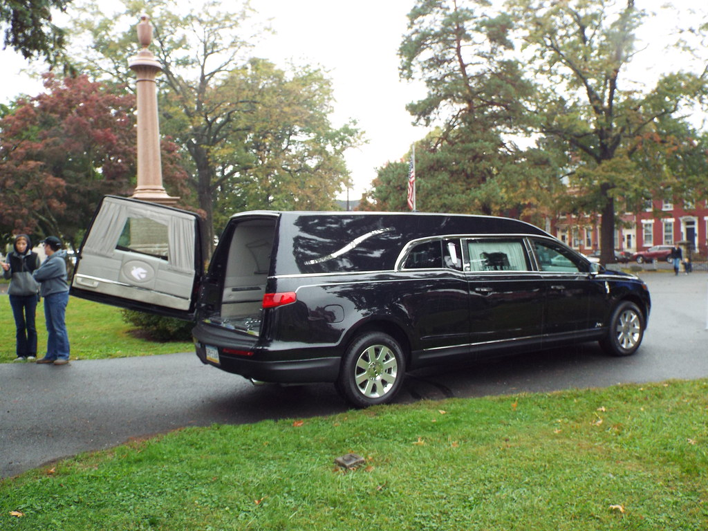 2015 Lincoln Hearse This Brand New Hearse Was Present