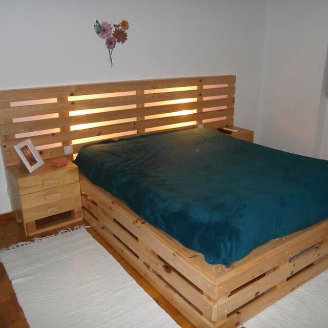 Cama con cabecera palets pallet for Cama con palets