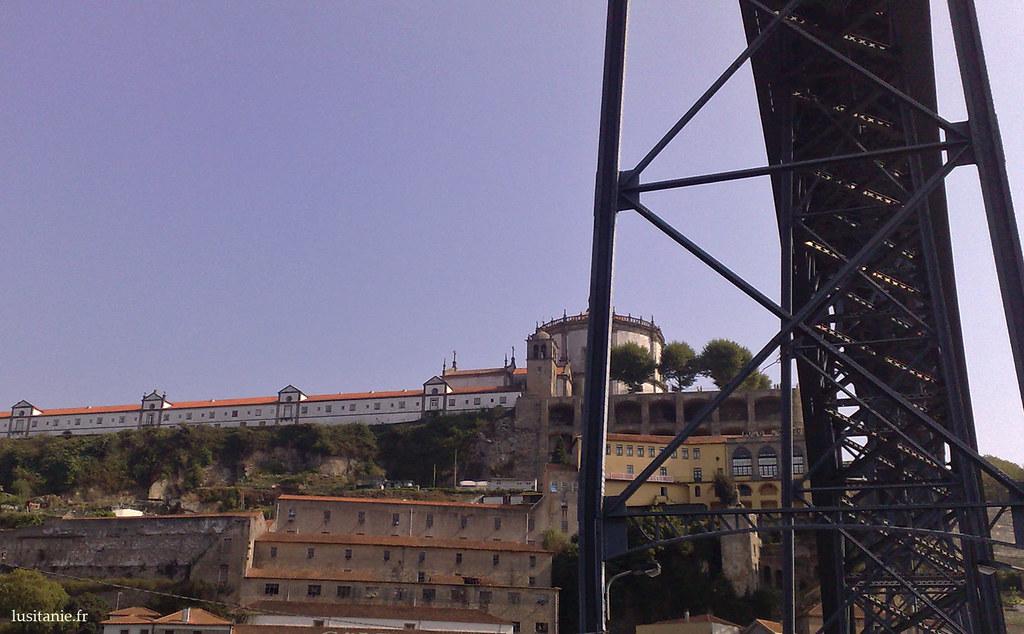 Serra do Pilar, avec son ancien monastère devenu caserne