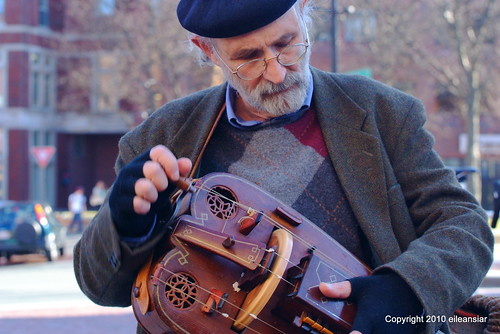 Hurdy gurdy played by Donald Heller in Brattle Square - www.hurdygurdyband.com | by eileansiar
