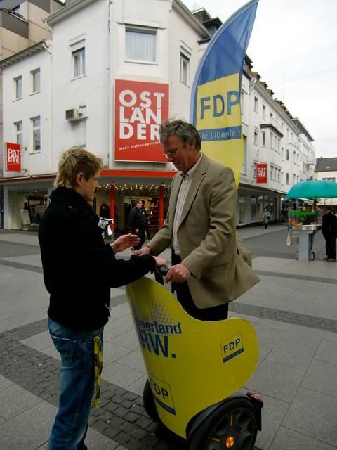 Tourbus der FDP NRW zur Landtagswahl 2010 zu Besuch in Eschweiler