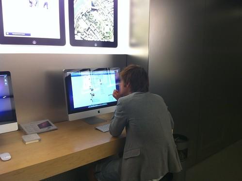 Cyber Caf Facebook Apple Store Carrousel Du Louvre 9