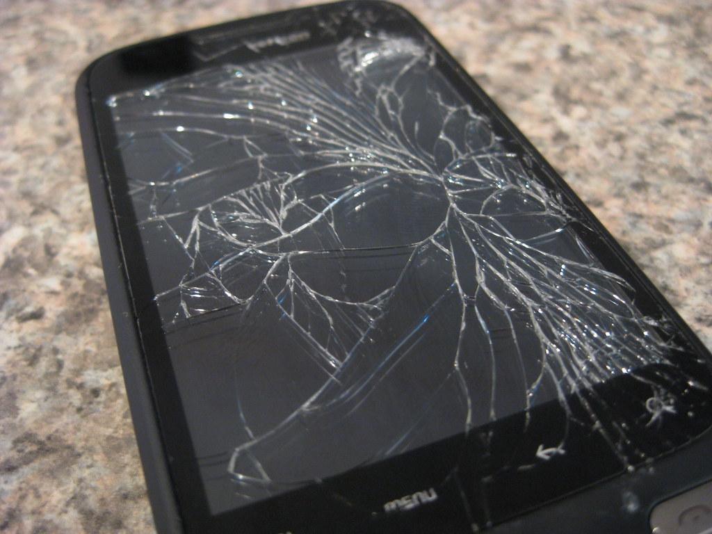 Что делать если вам разбили смартфон