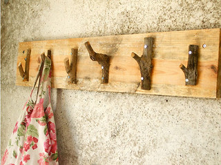 diy project: rustic coat hanger | by the style files