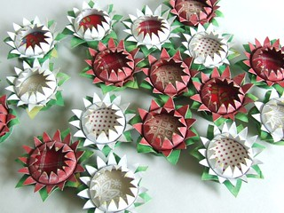 Lots of toilet paper tube flower brooches flickr photo for Cardboard tube flowers