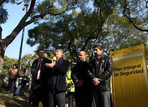 Mauricio macri present el plan integral de seguridad flickr for Plan de viviendas macri