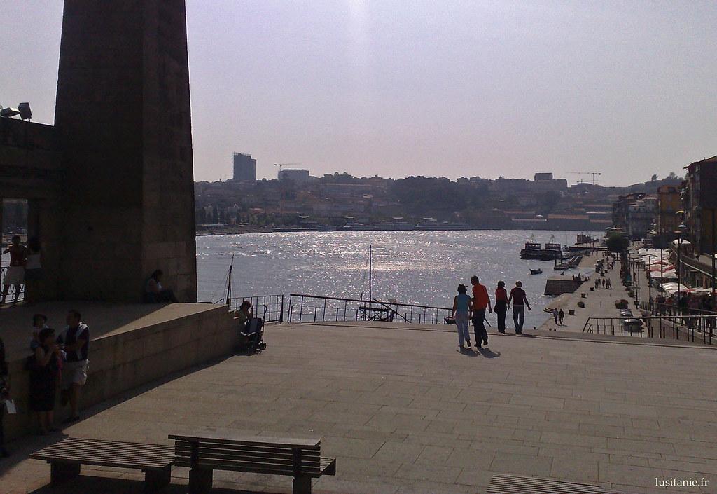 Les habitants de Porto aiment venir se promener sur les bords du Douro
