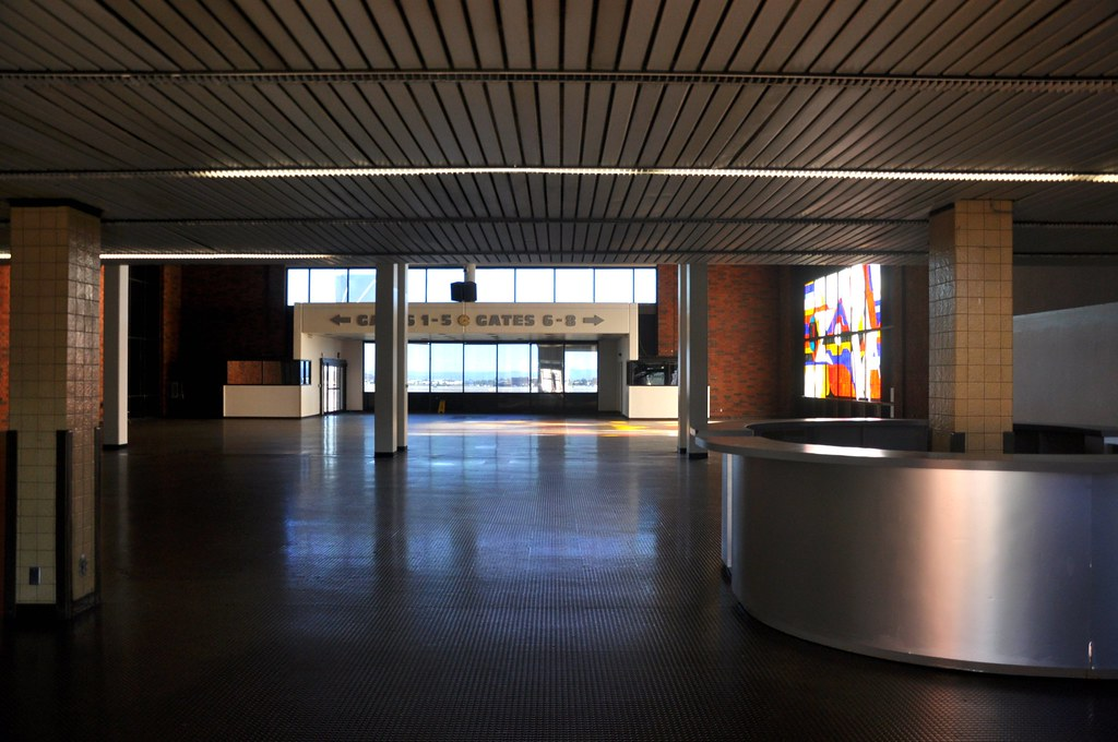 Ontario >> The Old Ontario (ONT) Airport Terminal | Empty now, left to … | Flickr
