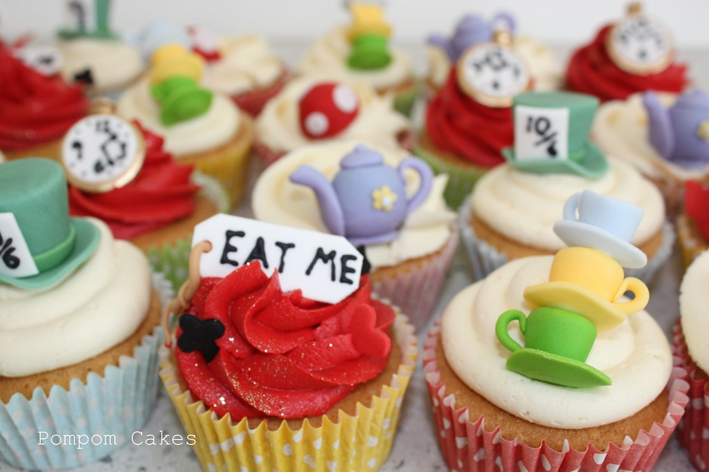 mad hatter cupcakes - photo #8