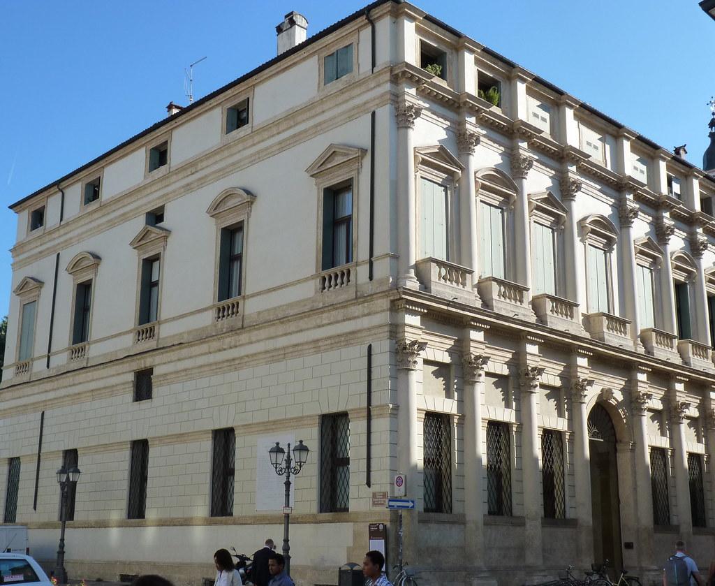 Vicenza palazzo thiene bonin longare all 39 ingresso di c for C b arredamenti thiene