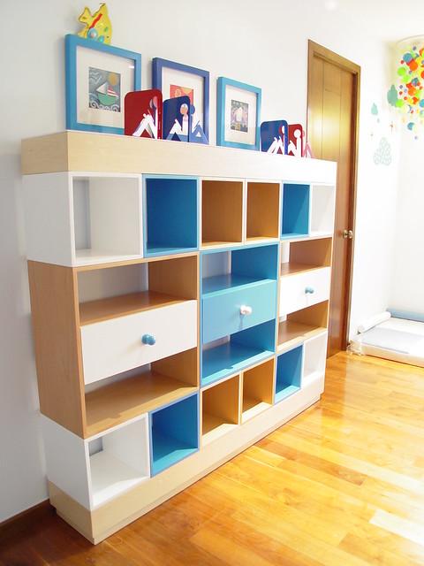 Librero infantil modular combinacion de colores y madera for Muebles de dormitorio infantil