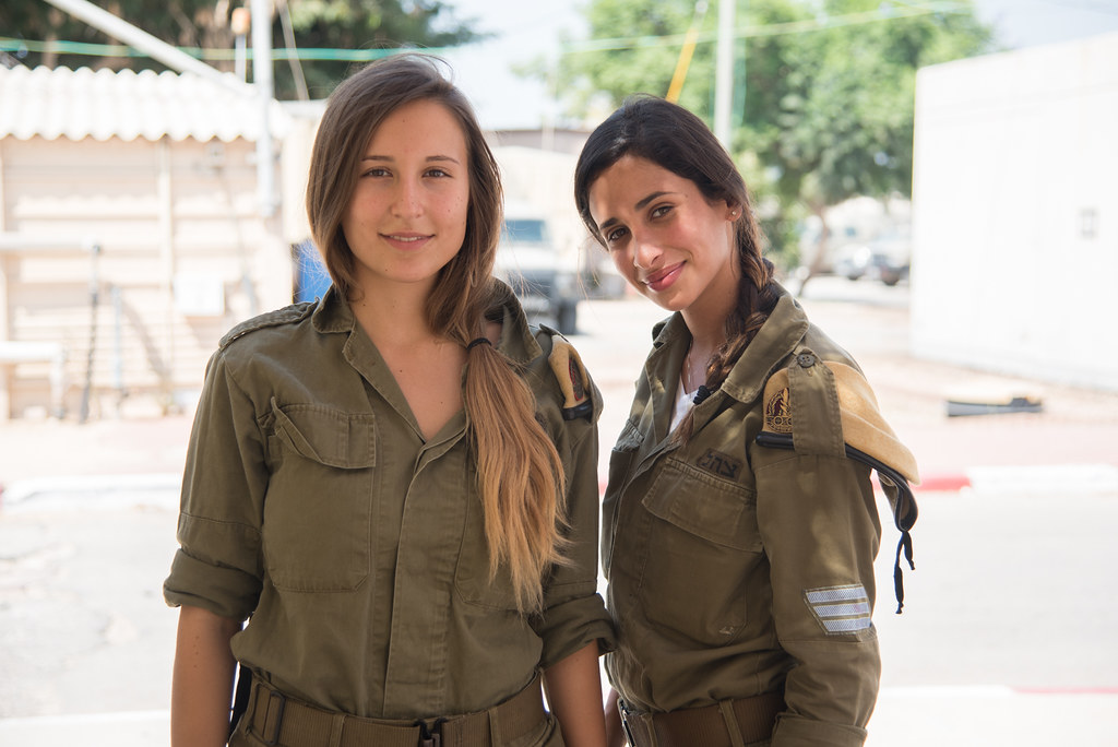 fort white single jewish girls Jewish humour is the long tradition of humour in judaism dating back to the  torah and the  during world war ii, a sergeant stationed at fort benning gets  a telephone call from  a jewish girl bemoans, finally, i meet a nice, rich  jewish boy.