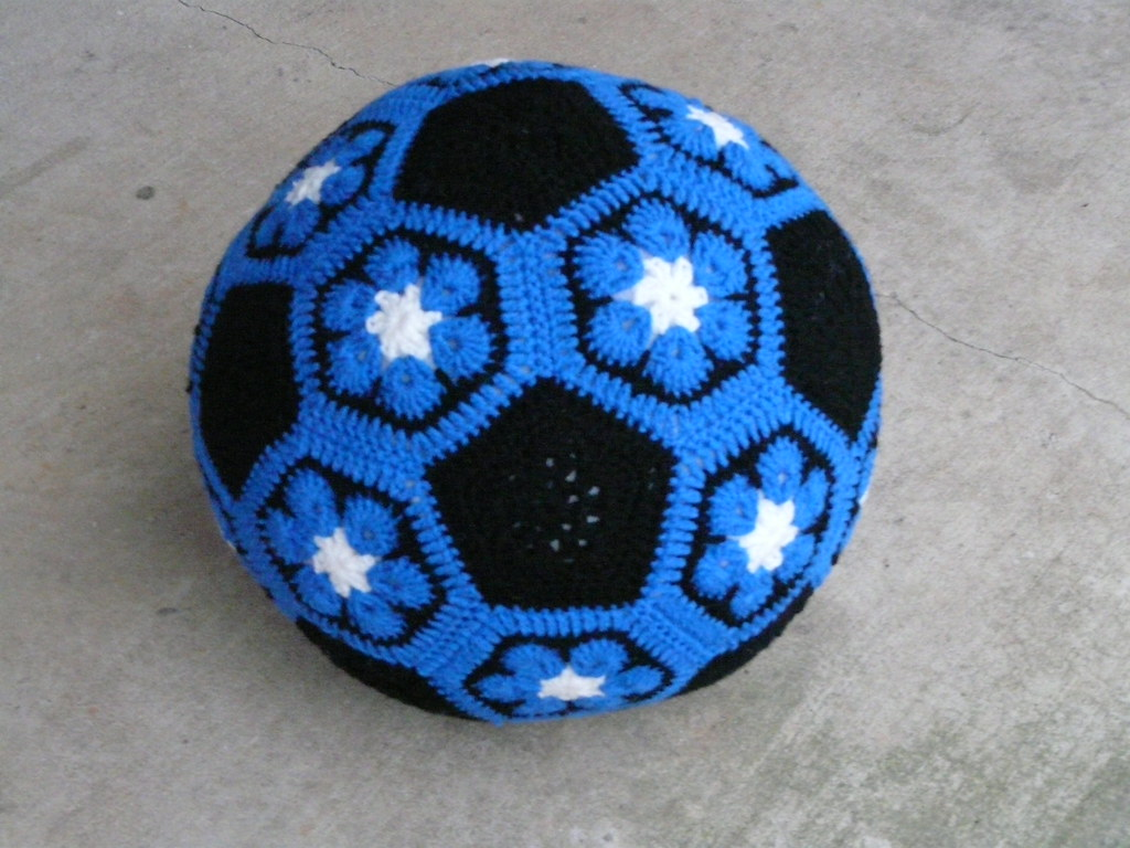 The Completed Duke Blue Crochet Soccer Ball Crochetbug Flickr