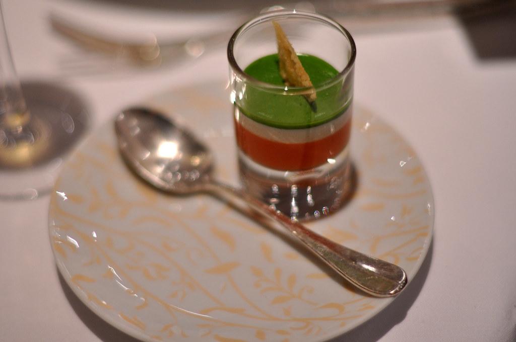 Restaurant le jardin des sens tomat mozzarella og pesto for Restaurant le jardin au moulleau