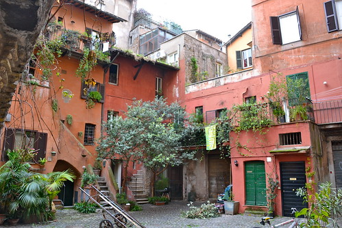 Roma - Arco degli Acetari, cortile interno | Flickr ...