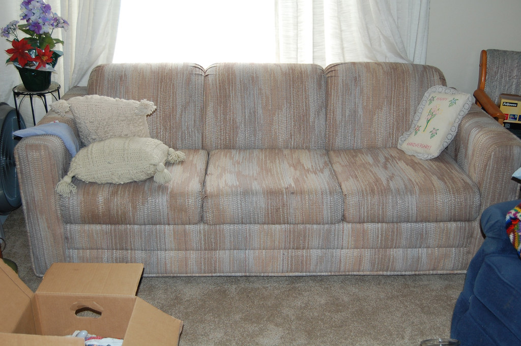 Couch Hide A Bed Sleeper Sofa Pulls Out To Full Size Bed Flickr