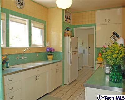 amazing green yellow kitchen | Green and yellow kitchen, Pasadena | misscandydarling | Flickr