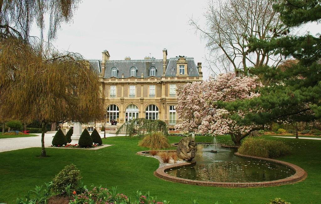 Abbeville somme france le jardin d 39 emonville et la bibliot flickr for Comelectromenager abbeville