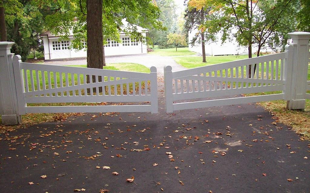 White powdercoat aluminum driveway gate custom for Driveway gates online