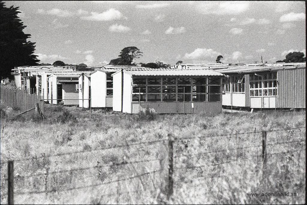 Portable Graveyard Old School Portable Classrooms Are Laid Flickr