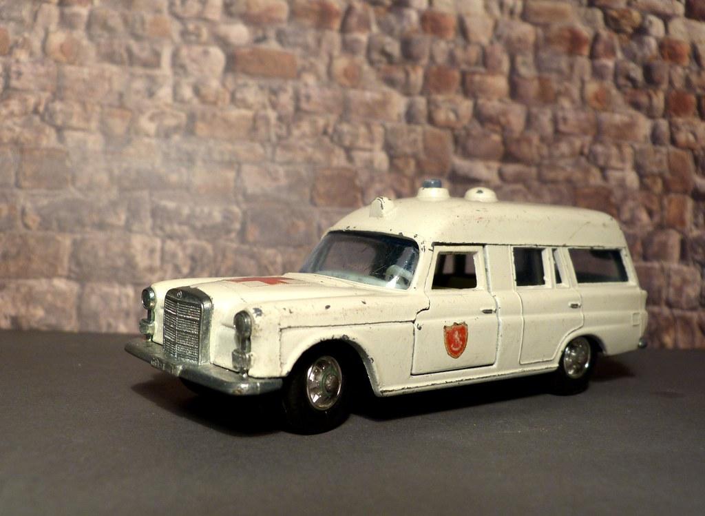 Matchbox Mercedes Benz Ambulance
