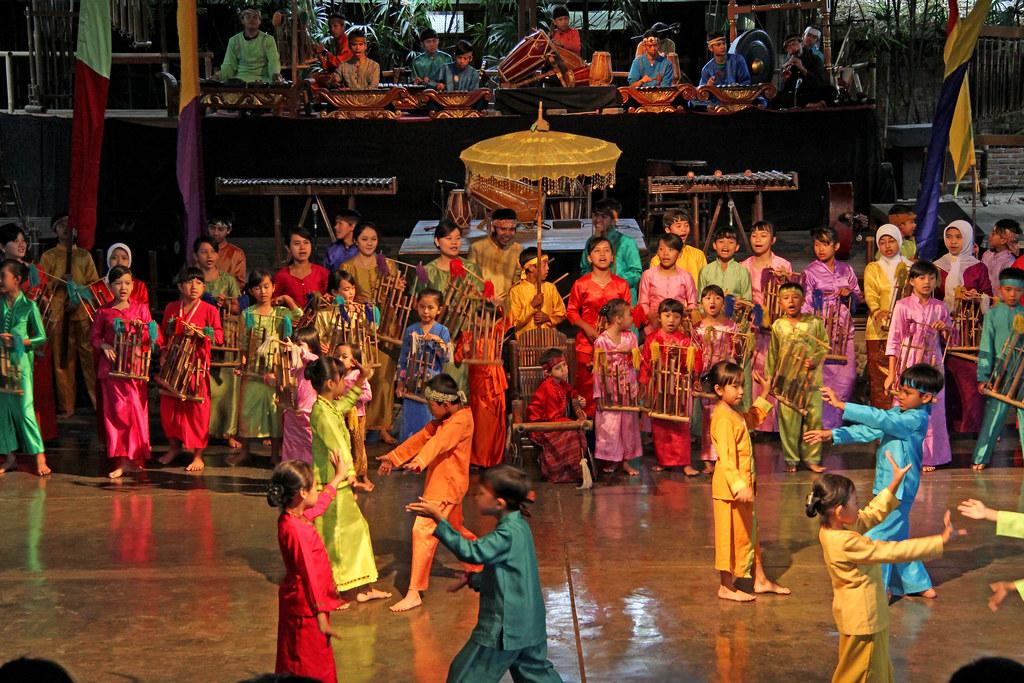 Saung Angklung Udjo  Bandung Java  Indonesia  Sang Angk…  Flickr