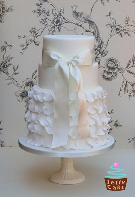 wedding cakes with frills frills wedding cake inspired by a gorgeously frilly 26033