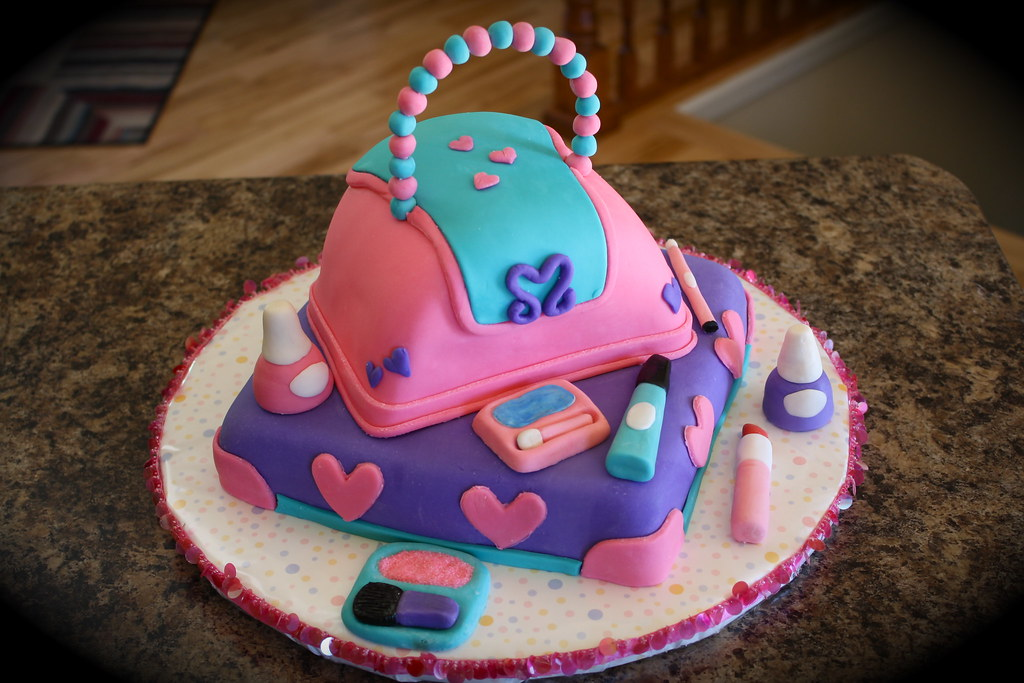 Purse And Makeup Cake  Little Girls Purse And Makeup -9398
