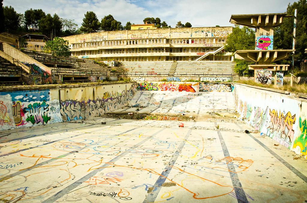 Abandon pool david flores flickr for Piscinas gratis barcelona