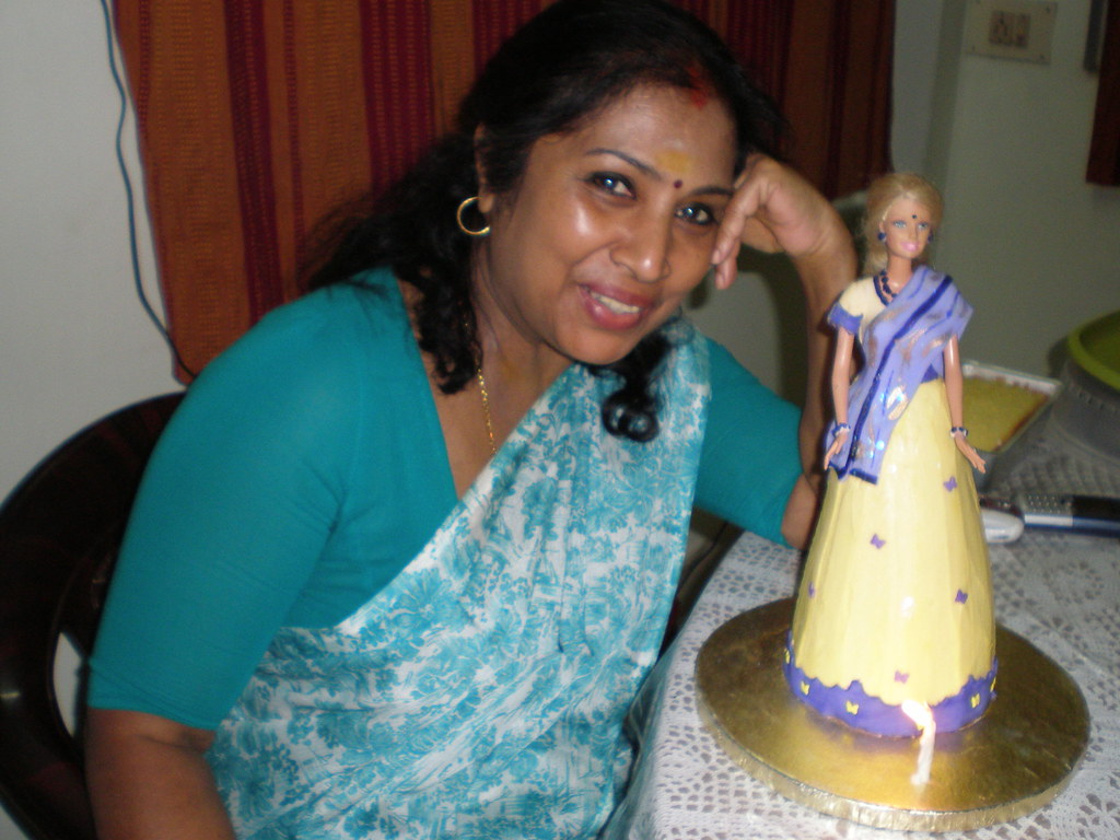 Shaantha jeyaraj with indian doll cake 2010 shaantha jeyaraj
