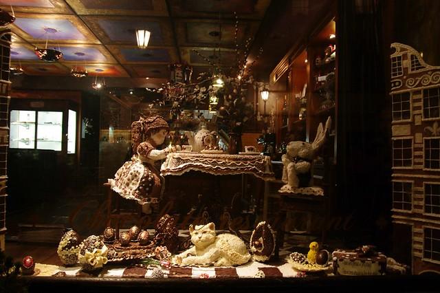 alice en chocolat vitrine de la chocolaterie la vitrine. Black Bedroom Furniture Sets. Home Design Ideas