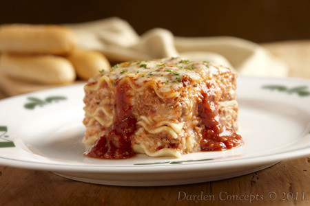 Lasagna Classico | Layers of pasta, meat sauce and a mix ...