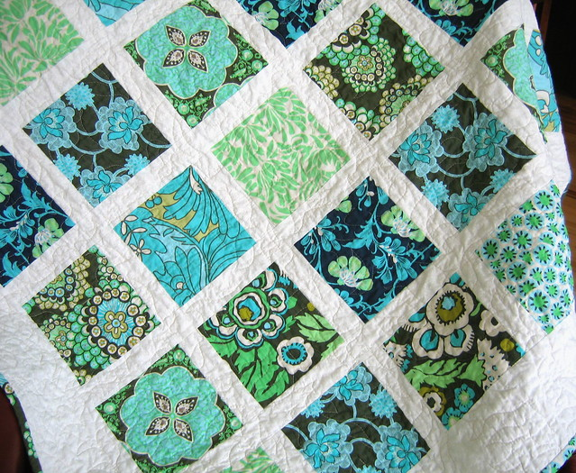 French window panes pattern with daisy chain fabric by amy for Window pane quilt design