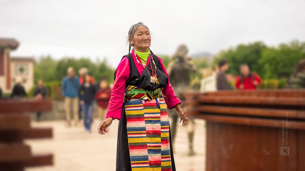 Tibet, candid shot of a buddhist at the monastery (China), 06-2016, 63 (Vlad Meytin, vladsm.com)