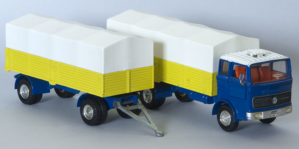 Dinky toys no 917 mercedes benz truck and trailer david for Mercedes benz truck toys