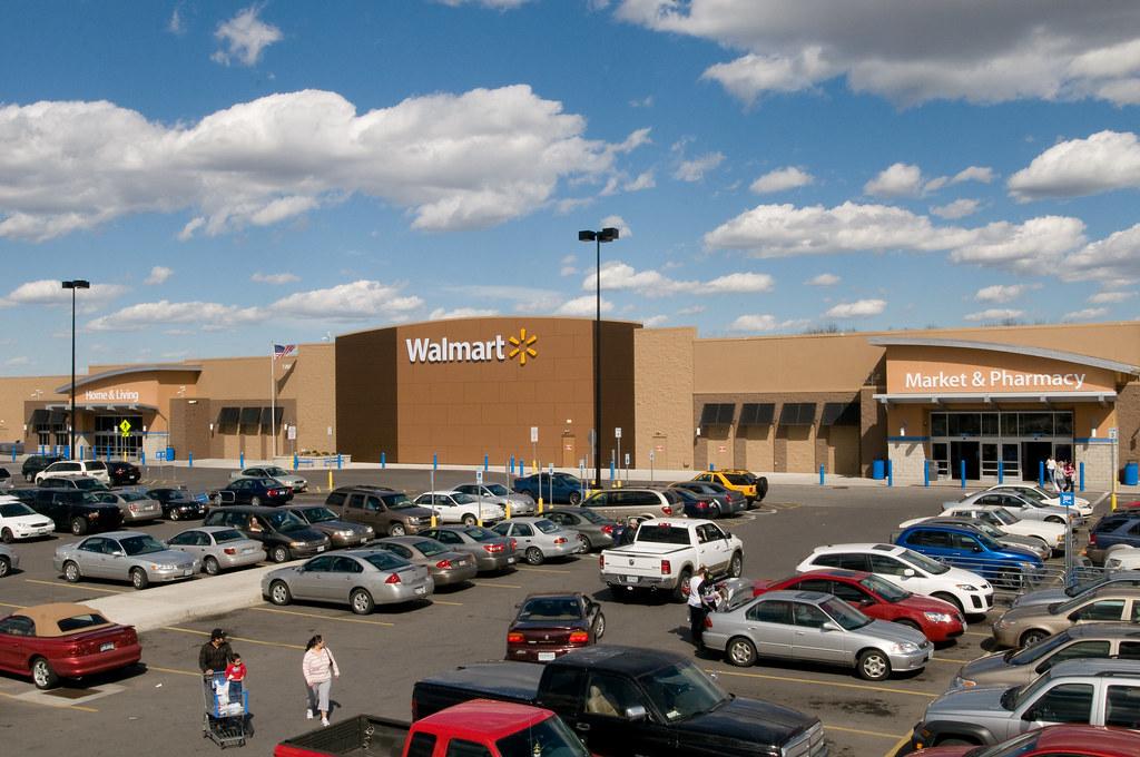 Beautiful Day at the Walmart store in Gladstone, Missouri ...