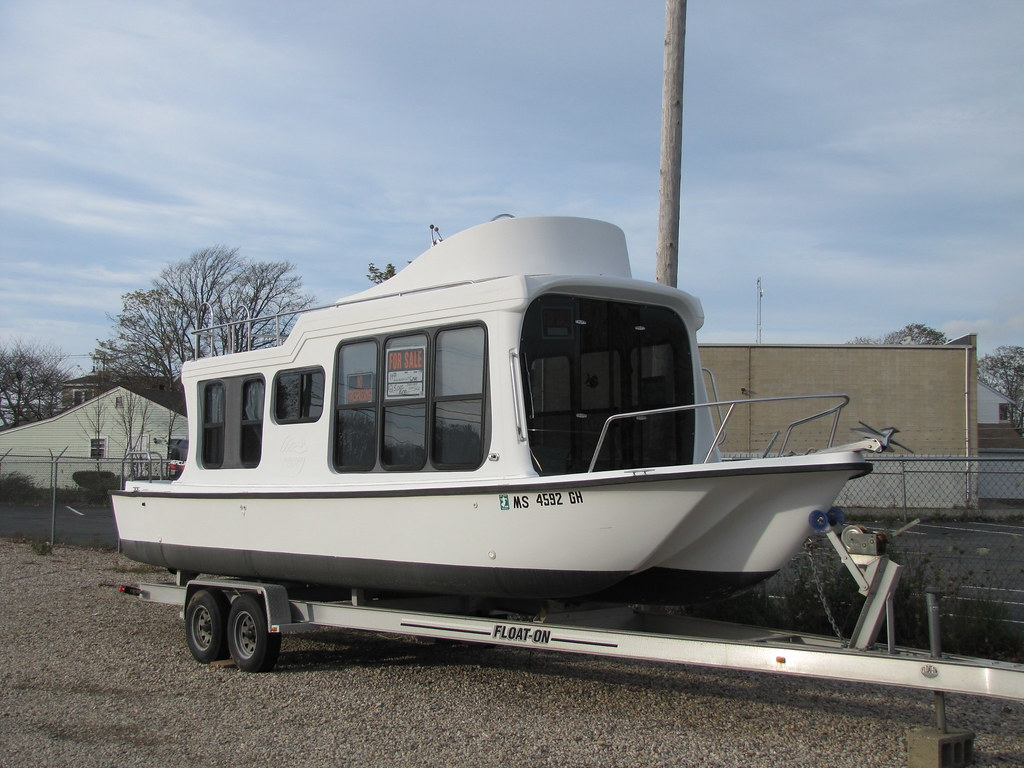 Trailerable Houseboat For Sale This Trailerable Houseboat