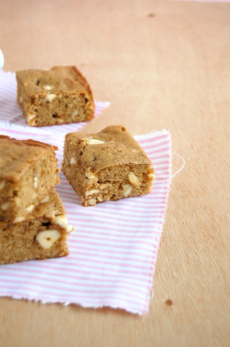 Cashew blondies / Blondies de castanha de caju | by Patricia Scarpin