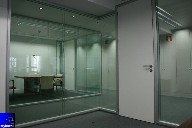 Mamparas de doble vidrio continuo para oficinas divisorias for Mamparas de vidrio para oficinas