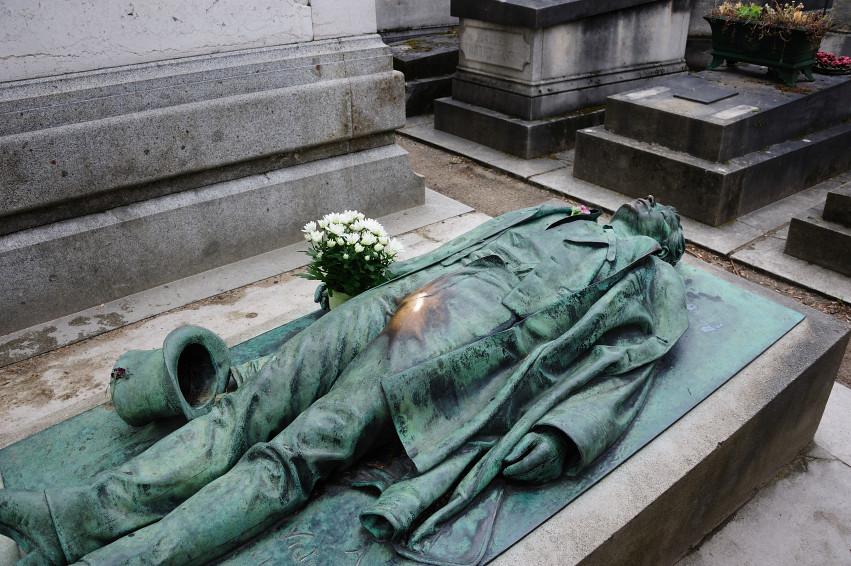 Peut-on rire dans un cimetière ?. - Page 2 5881217878_33e1ab077b_b