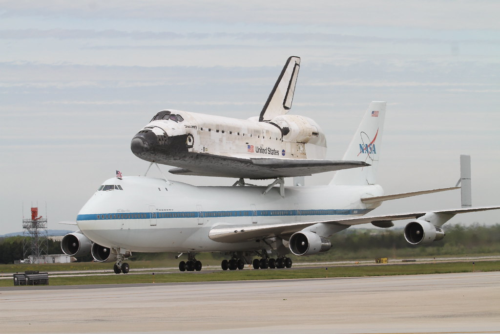 space shuttle discovery at dulles airport - photo #3