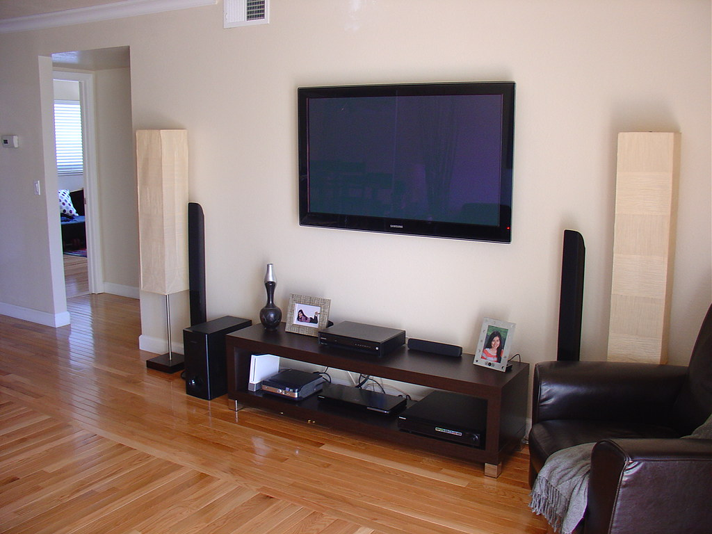 Living room tv wall samsung 50 inch plasma omnimount - What size tv to get for living room ...