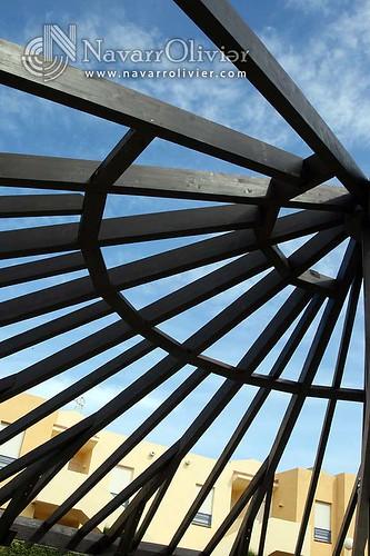 Estructuras de madera circular con el cielo de vera - Estructura de madera laminada ...