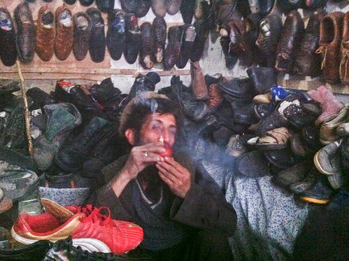 Shoe dealer hitting an apple bong | by peretzp